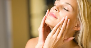woman-applying-serum-to-face