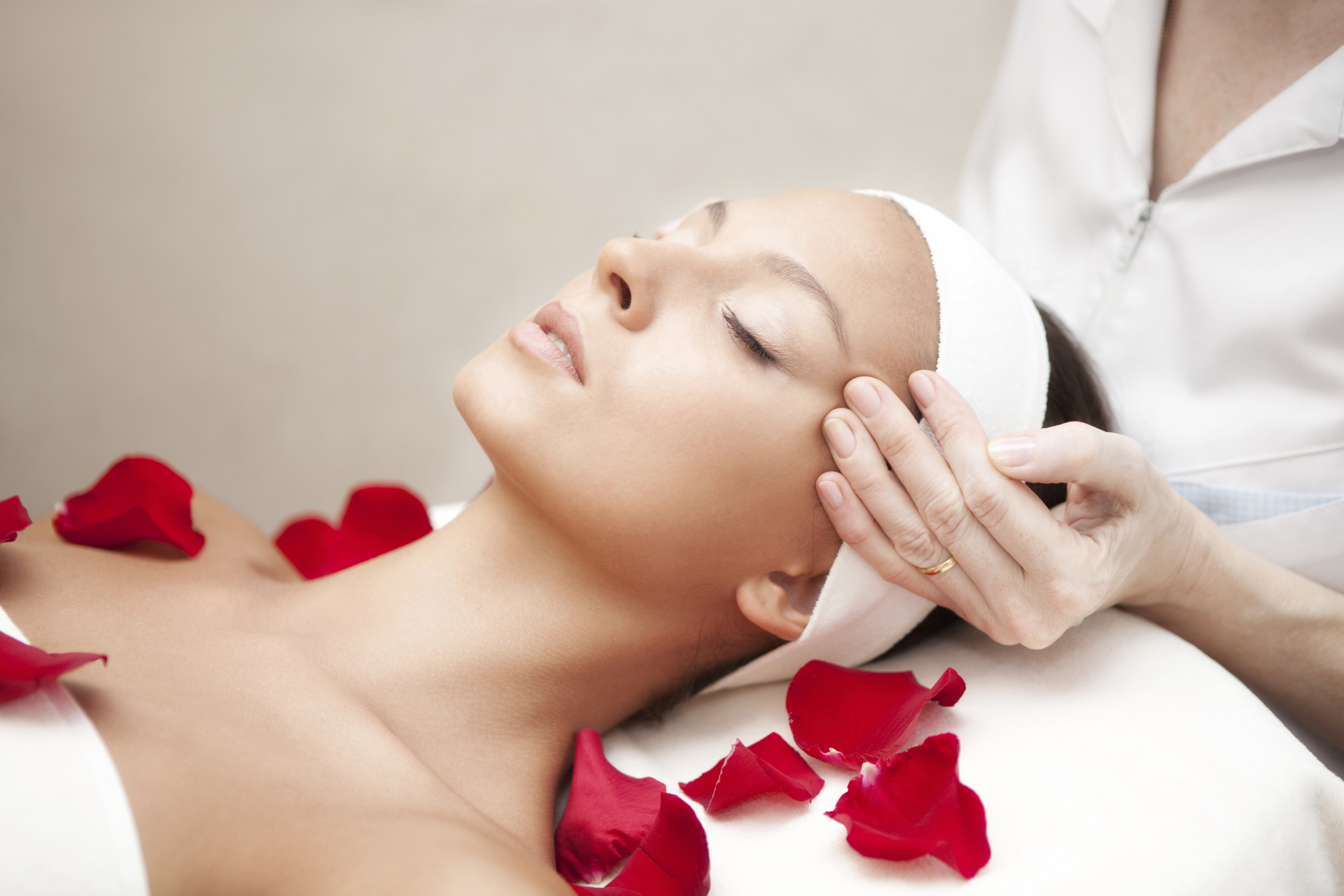 Countless Healthy Benefits Of The Facial Massage What Woman Needs