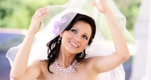 Expert-skin-care-tips-for-glowing-skin-on-your-wedding-day