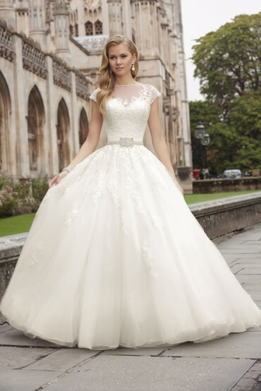Smart tips on choosing wedding dresses what woman needs junglespirit Choice Image