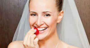9_brideeatingstrawberry_shutterstock_68924455
