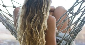 sea_salt_spray_hair_type_beach_waves_700x400